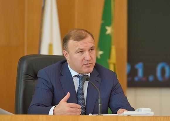 Глава Адыгеи прокомментировал послание президента Федеральному собранию