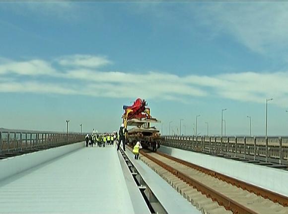 На железной дороге Крымского моста уложили 38 тыс. шпал