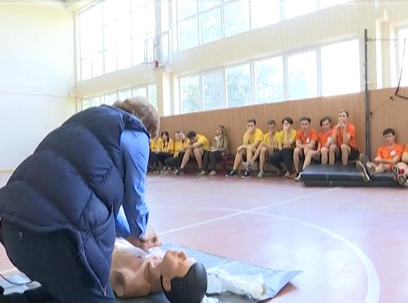 В Краснодаре учеников гимназии № 87 научили оказывать первую помощь