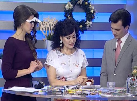 Художник по цветному стеклу Елена Нечаева: на игрушку уходит примерно три дня