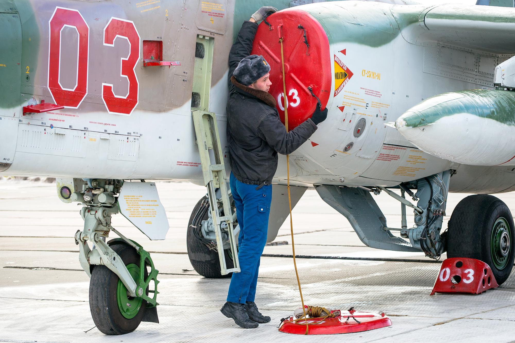 Учебные полеты на новых самолетах Су-25СМ3 на Кубани