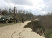 «Факты 24»: в Горячем Ключе продолжает обваливаться разрушенная оползнем дорога, в Сочи готовятся к открытию Российского инвестиционного форума