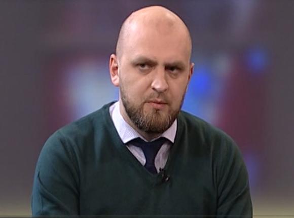 Руководитель отдела продаж автохолдинга Владимир Николаев: бизнес вынужден делать свои версии госпрограмм