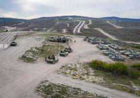 Гонки десантников на боевых машинах в Новороссийске