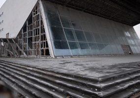 В Краснодаре возле кинотеатра «Аврора» снесли незаконное кафе