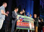 Первышов вручил сертификат на 200 тыс. рублей чемпиону Краснодарской лиги КВН