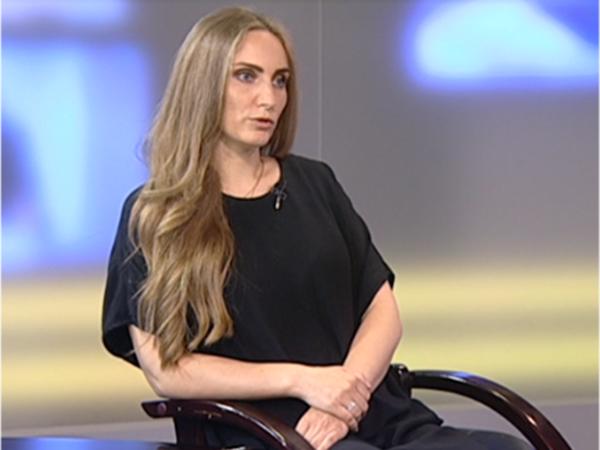 Юлия Попова: в службу детского телефона доверия обращаются и родители