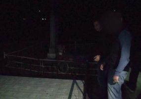 В Краснодаре трое парней признались в кражах дорогих надгробий со Славянского кладбища