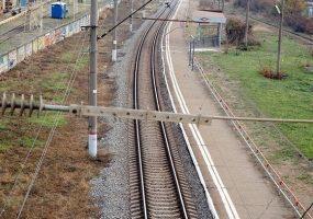 В Кавказском районе грузовой поезд насмерть сбил мужчину