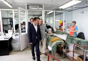 Кондратьев посетил швейную фабрику в Северском районе