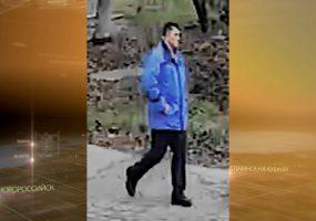 На Кубани за насилие в отношении девочки разыскивают мужчину в синей куртке