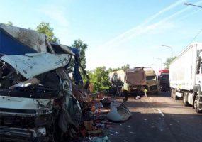 Кубанский дальнобойщик выжил в страшном ДТП на трассе М4 «Дон», двое погибли