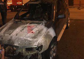 В Краснодаре ночью сгорел внедорожник BMW
