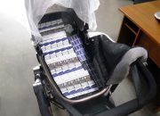 В Сочи женщина спрятала блоки сигарет в коляску с ребенком