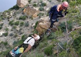 В Анапе местный житель упал в обрыв