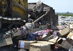 В Тамани бульдозером уничтожили около 45 тыс. пачек контрафактных сигарет