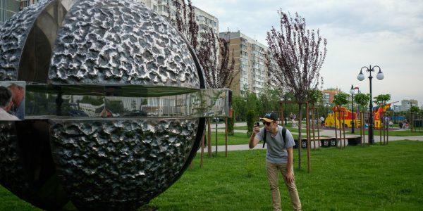 Скульптура «Точка» в Юбилейном микрорайоне Краснодара