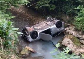 В Сочи автомобиль упал в реку