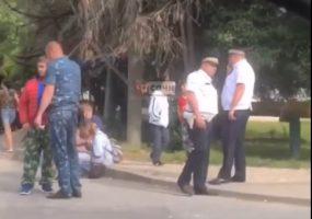 В Сочи полицейский сбил девушку на электроскутере