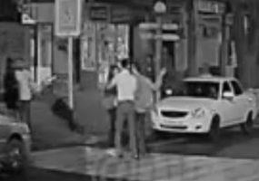 В Анапе мужчина избил двух девушек