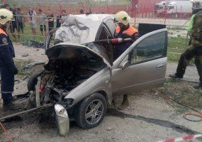 В Новороссийске 16-летний подросток на иномарке врезался в грузовик и погиб