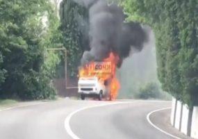 В Сочи на обочине сгорел грузовик