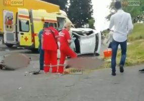 В Сочи в ДТП с грузовиком погибли два человека