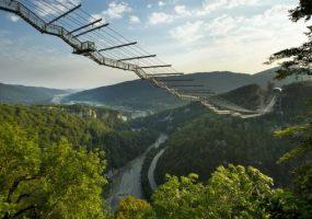 Мост в сочинском скайпарке вошел в список самых впечатляющих в мире