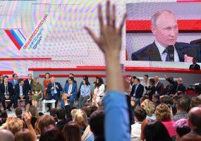 Путин пообещал выяснить, отчего региональному ТВ не дают цифровые частоты
