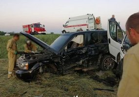 В Тимашевском районе при ДТП с микроавтобусом пострадали восемь человек