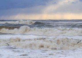 В Краснодаре и Сочи 27 июня объявлено штормовое предупреждение