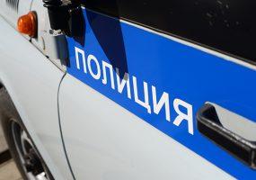 В Краснодаре неизвестный несколько дней сбрасывал камни на припаркованные авто
