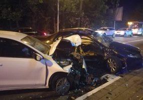 В Сочи спасатели после ДТП деблокировали из автомобиля 62-летнего водителя