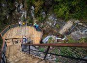 В горах Сочи открыли маршрут к 77-метровому водопаду