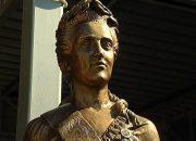 В аэропорту Краснодара установили скульптуру Екатерины Великой