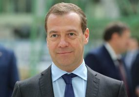 Медведев: рабочая неделя может сократиться до четырех дней
