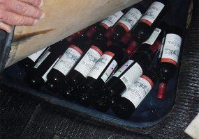 Краснодарец незаконно вез из Абхазии 22 бутылки вина в нише для запасного колеса