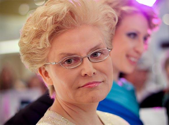 Зрителей возмутили слова телеведущей Елены Малышевой о «детях-кретинах»