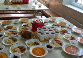 Всех учеников начальных классов в РФ предложили обеспечить горячими обедами