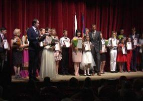В Краснодаре одаренным детям вручили дипломы и памятные статуэтки