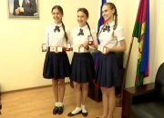 В Краснодаре министр культуры края поздравила медалисток школы имени Захарченко