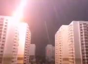 В Краснодаре момент удара молнии в многоэтажку попал на видео