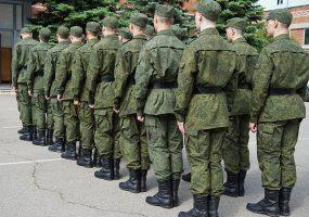 Большинство россиян считают службу в армии обязательной для мужчины