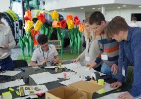 На Кубани на заводе CLAAS стажеры закончили обучение по программе Trainee