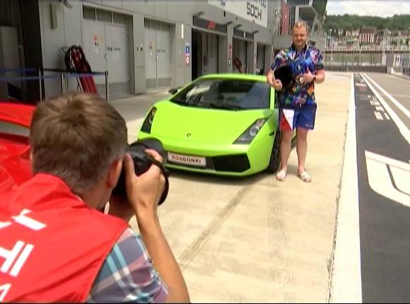 В Сочи туристам рассказали, как проходят гонки «Формулы-1»