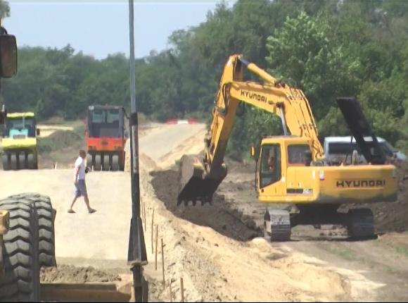 В станице Крыловского района начали строить трассу для грузовиков