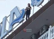 В Сочи девушку отговорили прыгать с крыши отеля