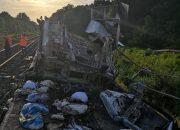 В Адыгее возобновили движение после столкновения поезда с грузовиком
