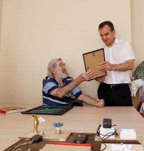 Кондратьев посетил новый филиал центра социального обслуживания пожилых людей