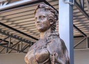 В аэропорту Краснодара установили скульптуру Екатерины II